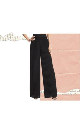 Pleated Pants Culottes in Black