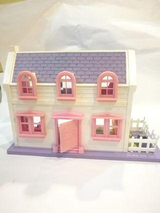 Doll House with furnitures