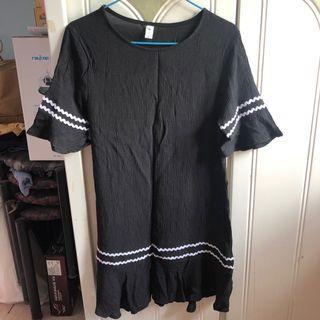 黑色連身裙