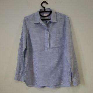 Gap blue stripe shirt
