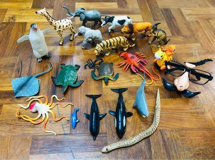 Great quality animals, shark family + sea animals +2 winding toys free