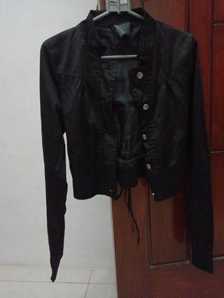Jaket hitam crop