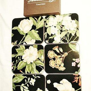 🚚 aaS1皮1商旋.全新附盒裝直徑約9.8公分紐西蘭製花朵造型精緻硬木/軟木塞杯墊!!--一套6個一次擁有!!/黑箱1/-P
