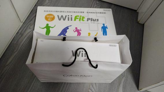 Wii Sports Resort+Wii Fit plus 連遊戲碟  很新,全常正常 遊戲機