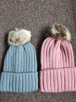 🚚 BNIB Korean Style Winter cap (beanies) with detachable furry ball