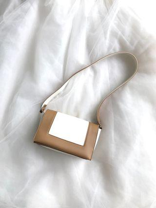 Pretty Sling bag with wide strap