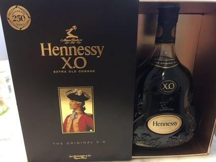 Hennessy X.O. Extra Old Cognac 1L (250 years anniversary edition)