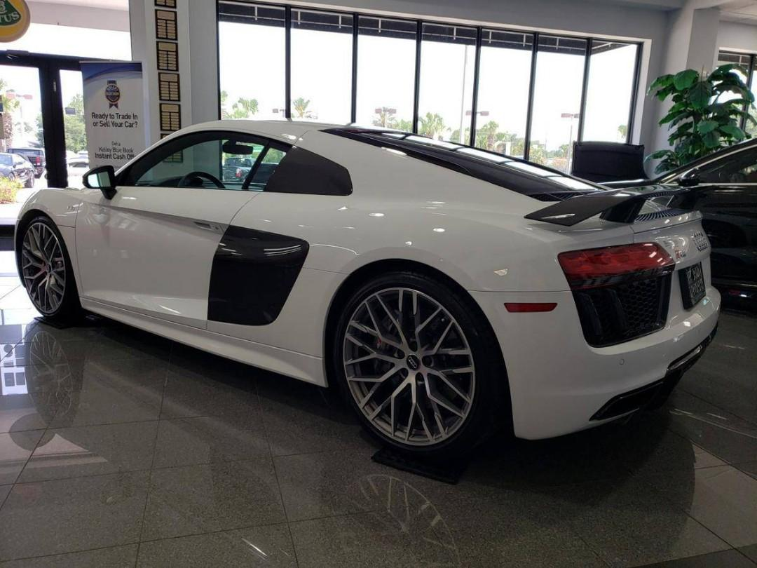 AUDI R8 V10 PLUS COUPE