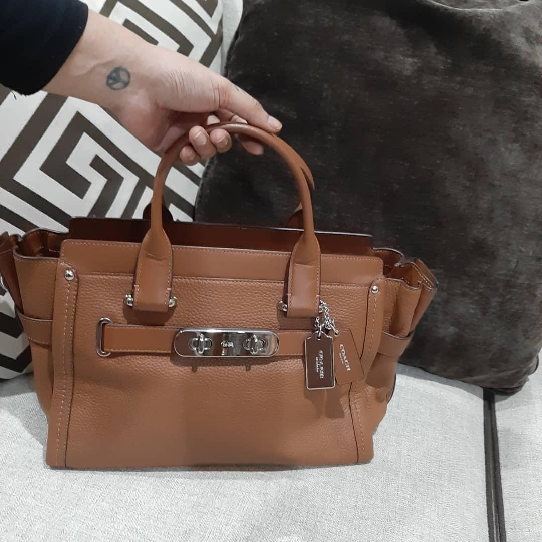 EXCELLENT CONDITION ! Coach swagger 33 saddle pebble leather carryall