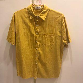 土黃色襯衫
