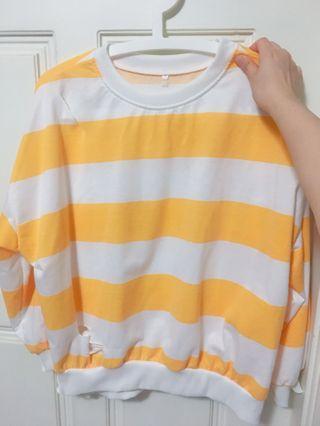 🚚 黃白破洞條紋上衣