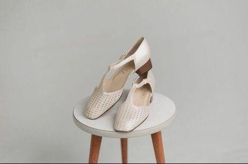 Ferdy vintage珍珠色低跟皮鞋 /EU 39.5/