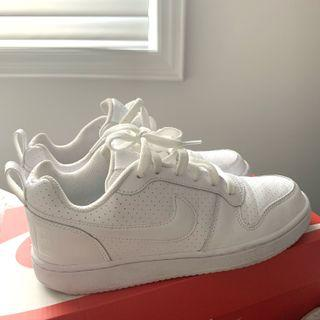 Nike low cut size 5.5