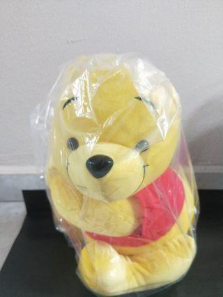 Winnie the Pooh (Side hug)