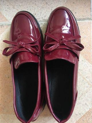 🚚 Wine red faux leather loafer