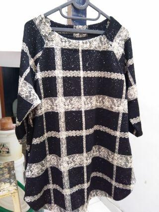 Blouse Hitam Square