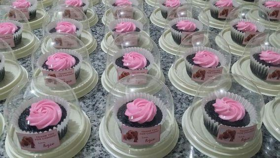 40 Moist Chocolate Cupcakes in Giveaway Containers