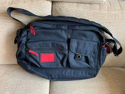 Abercrombie & Fitch messenger computer bag