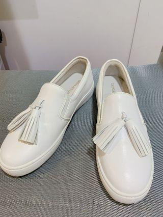 Urban Revivo 流蘇白鞋