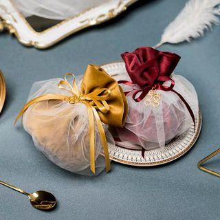 Velvet pouches with white netting pearl