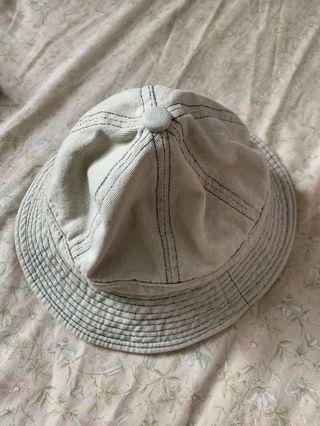 淺藍色牛仔帽