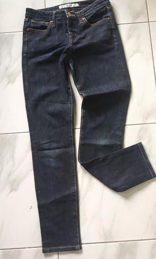 Celana jeans uniqlo biru tua