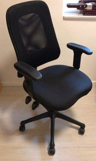 實惠電腦椅Chair