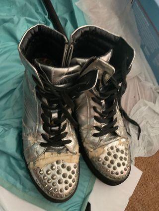 男裝銀色鞋