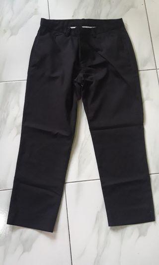 Celana hitam 7/8 uniqlo (crop pant)