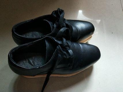 🚚 近新柔軟厚底增高鞋