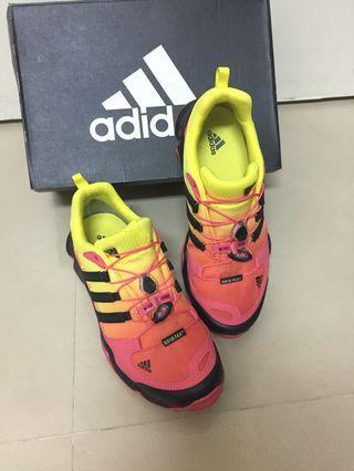 adidas愛迪達GORE-TEX防水登山鞋健走鞋運動鞋