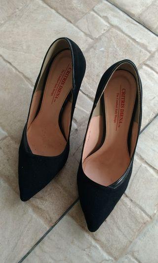Black 👠 heels #CarousellFaster