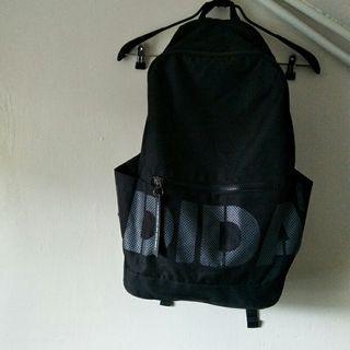 adidas 大logo 黑色尼龍 後背包 愛廸達