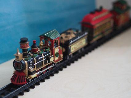[$20 Fast deal] Lemax Christmas Village Yuletide Express Train