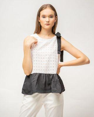 🚚 Lace White Top