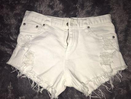 Celana Pendek Jeans Putih