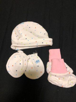 🚚 Baby Mittens, bootie and hat