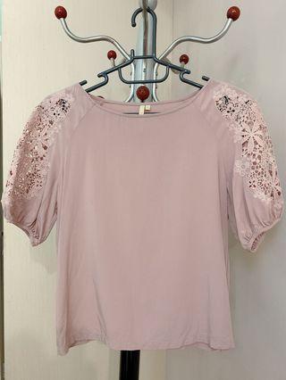 🚚 專櫃品牌粉藕色蕾絲袖上衣
