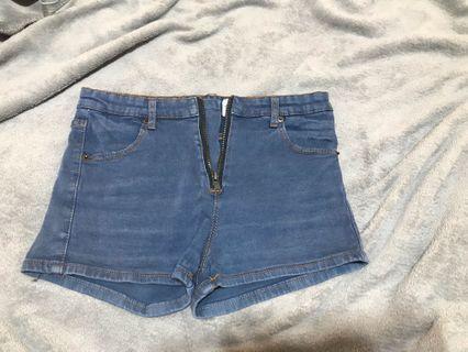 🚚 淺藍短褲