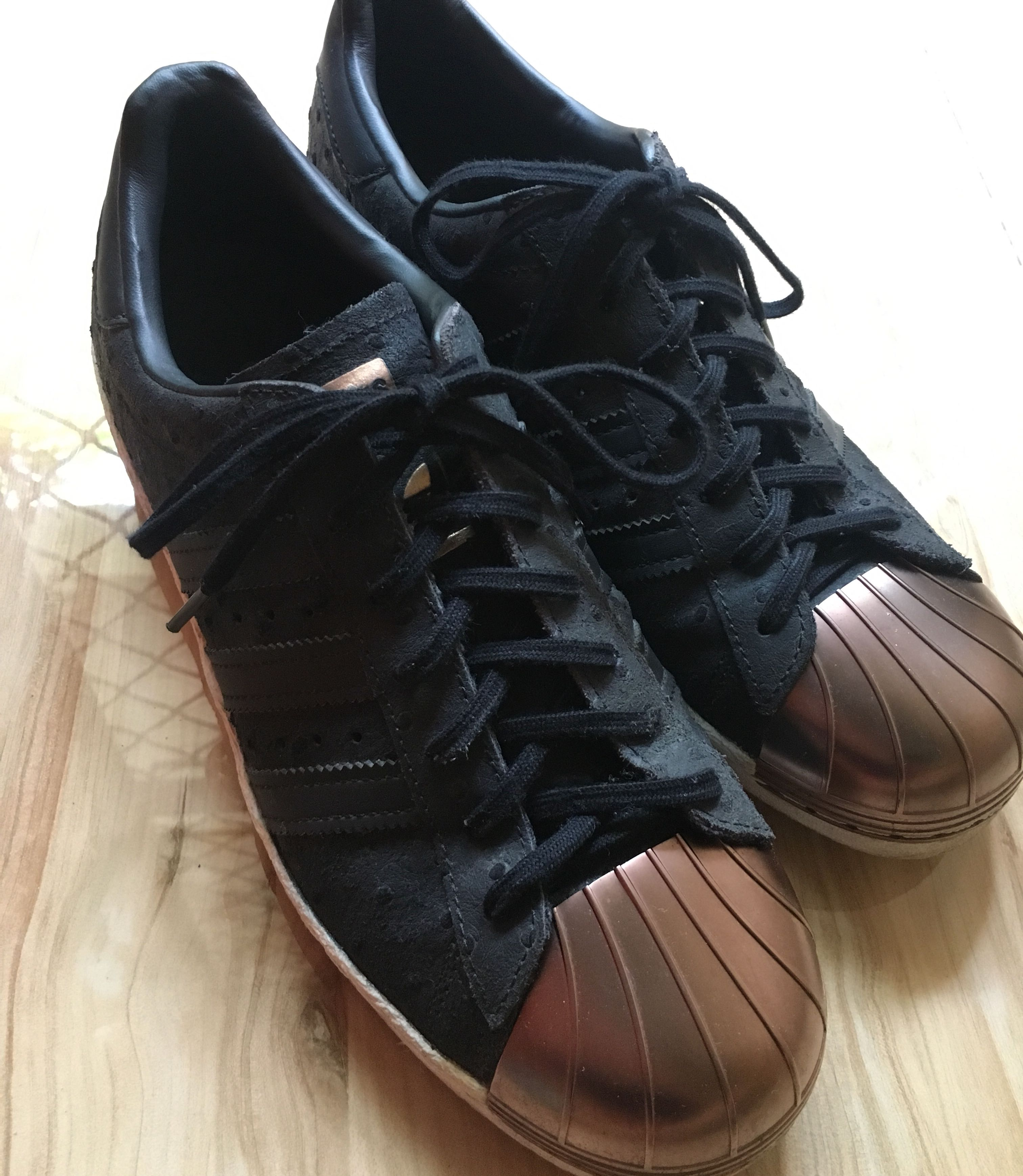 reducir cuerno máquina  Adidas 80's Superstar Black Rose Gold Metal toe, Women's Fashion, Shoes,  Sneakers on Carousell