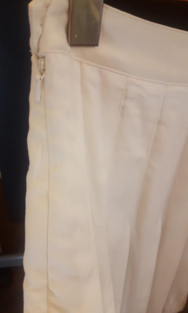 Aritzia Talula Kipper Skirt White Size 6 brand new with tag
