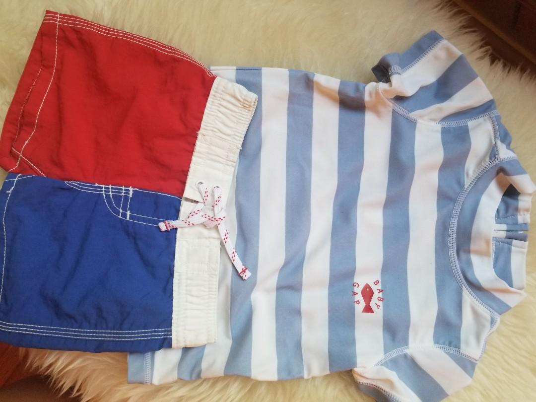 Baby Gap swim suit new condition. Purchased new for $40. Size 6-12mths Pick up Gerrard and main for $12 or yorkville or 20 bay for $13. Visit my other ads.