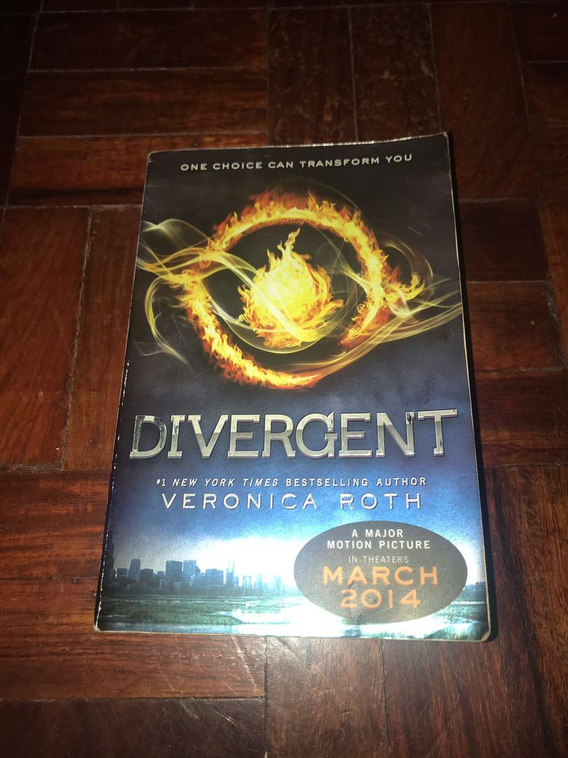 Divergent Book set {Divergent Book series, Four and Inside Divergent: The Initiate's World