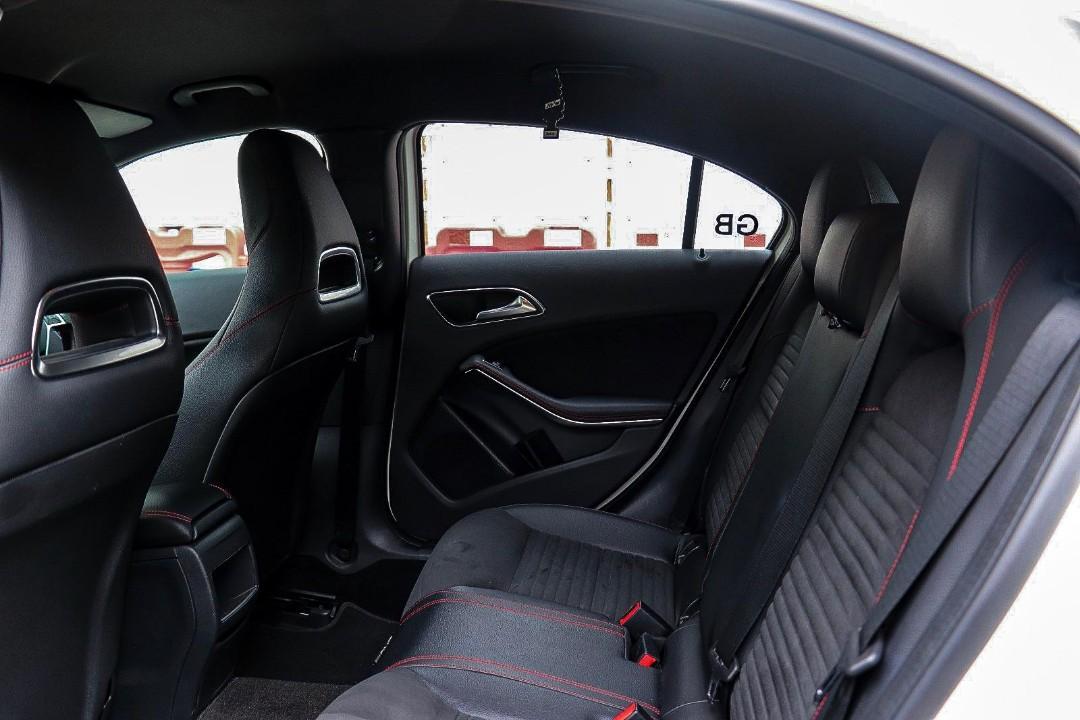 MERCEDES-BENZ A200 AMG 2015