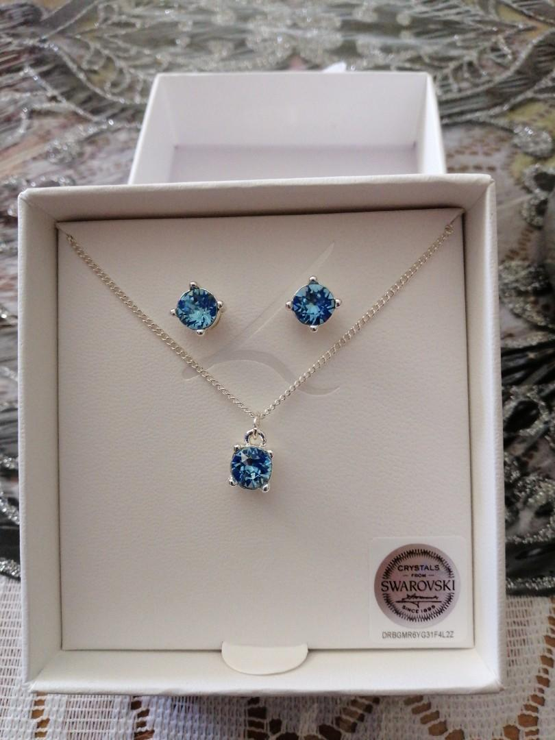 Necklace and earrings from Lovisa