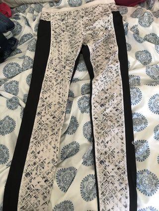 Black and white print lululemon leggings size 6