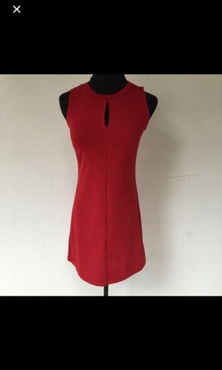 BN Keyhole red dress