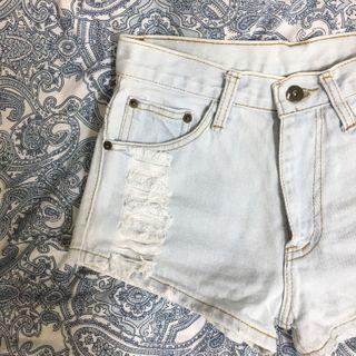 🚚 Ripped Light Denim Shorts