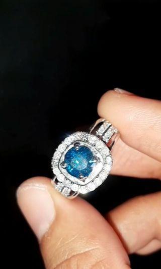 Blue Diamonds Vs White Diamonds