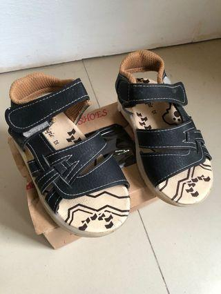 Sepatu bayi baby shoes bunyi sepatu sendal size 25